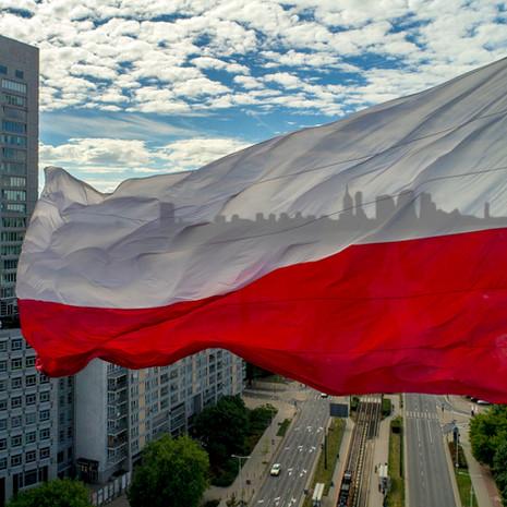 Flaga Polski z drona 4K