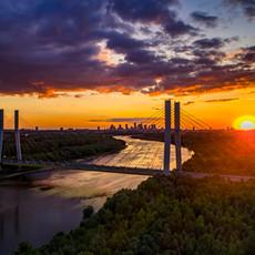 Zachód słońca nad Warszawą z drona