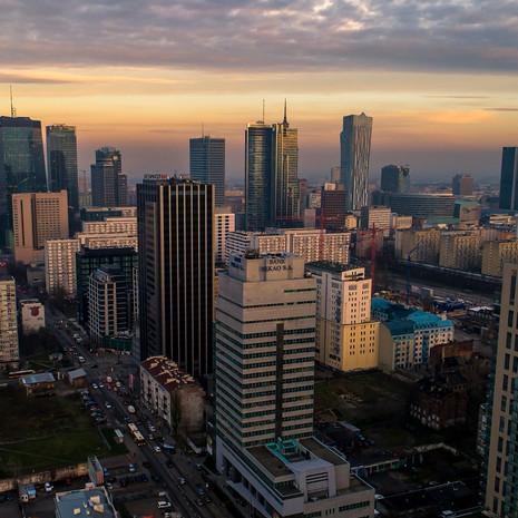 Panorama Warszawy z drona widok z ulicy Grzybowskiej