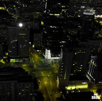 Warszawa nocą z drona