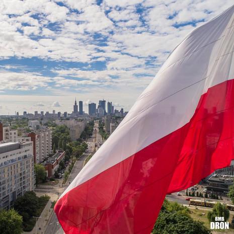Flaga Polski z drona