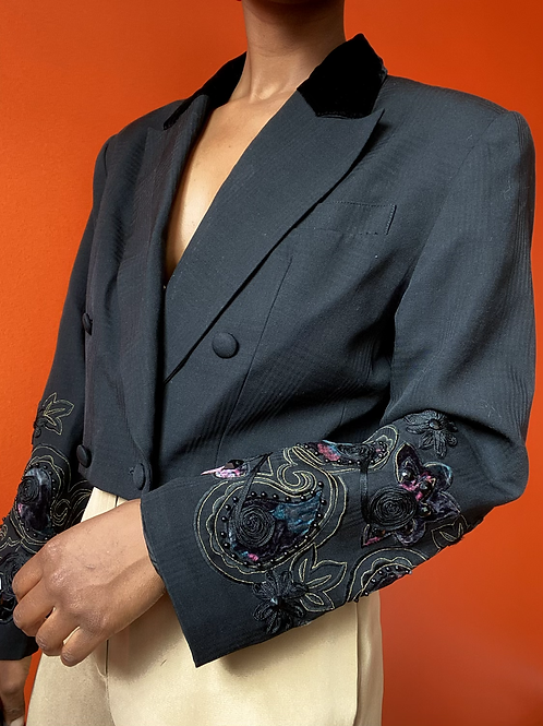 Cropped embroidered Sleeve Blazer