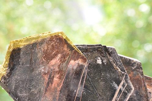 7039-В Расслоившийся кристалл флогопита