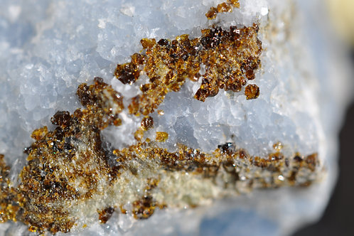 7105-Ч Кальцит, гранат андрадит
