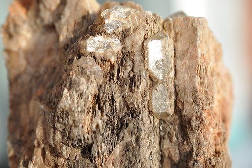 Шпат и еще какой-то минерал из друзовой полости 3469-В