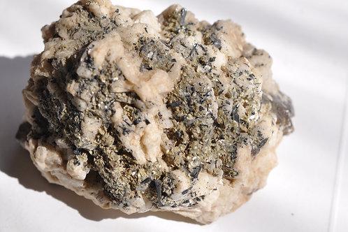 Дымчатый кварц, шпат, турмалин, серицит 4137-п
