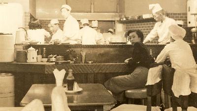 1950〜1960年代 紅花本店2階店内16:9.jpg