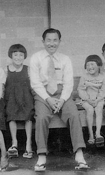 1950年頃 青木湯之助(中央)・青木四郎(右2番目).jpg
