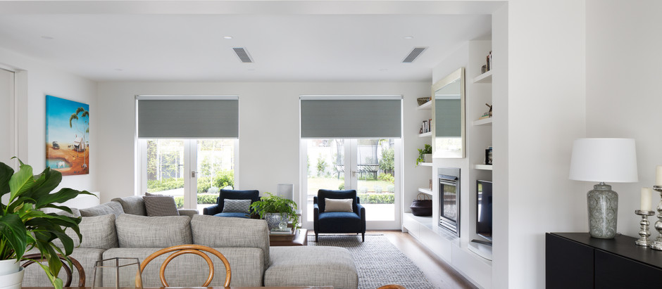Which way do roller blinds hang?