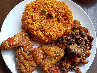 Party Jollof Rice, Chicken & Gizdodo