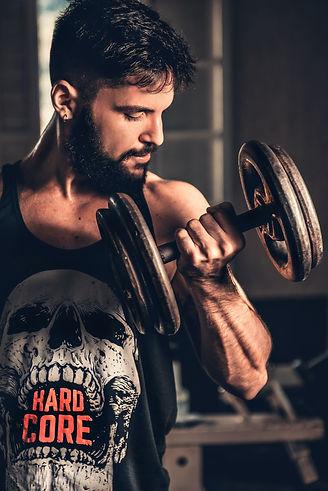 man-lifting-weights-3289711.jpg