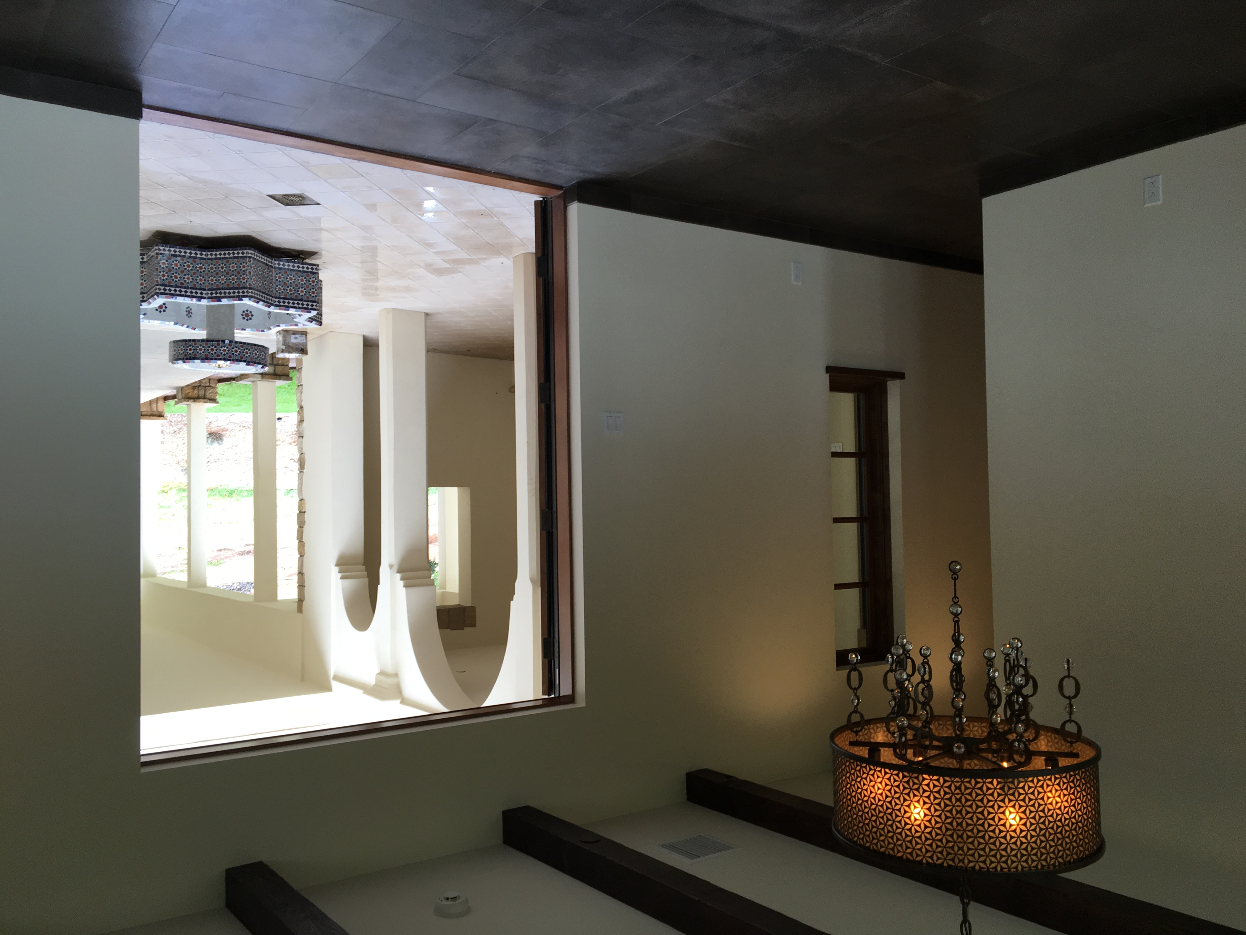 Dining room to courtyard