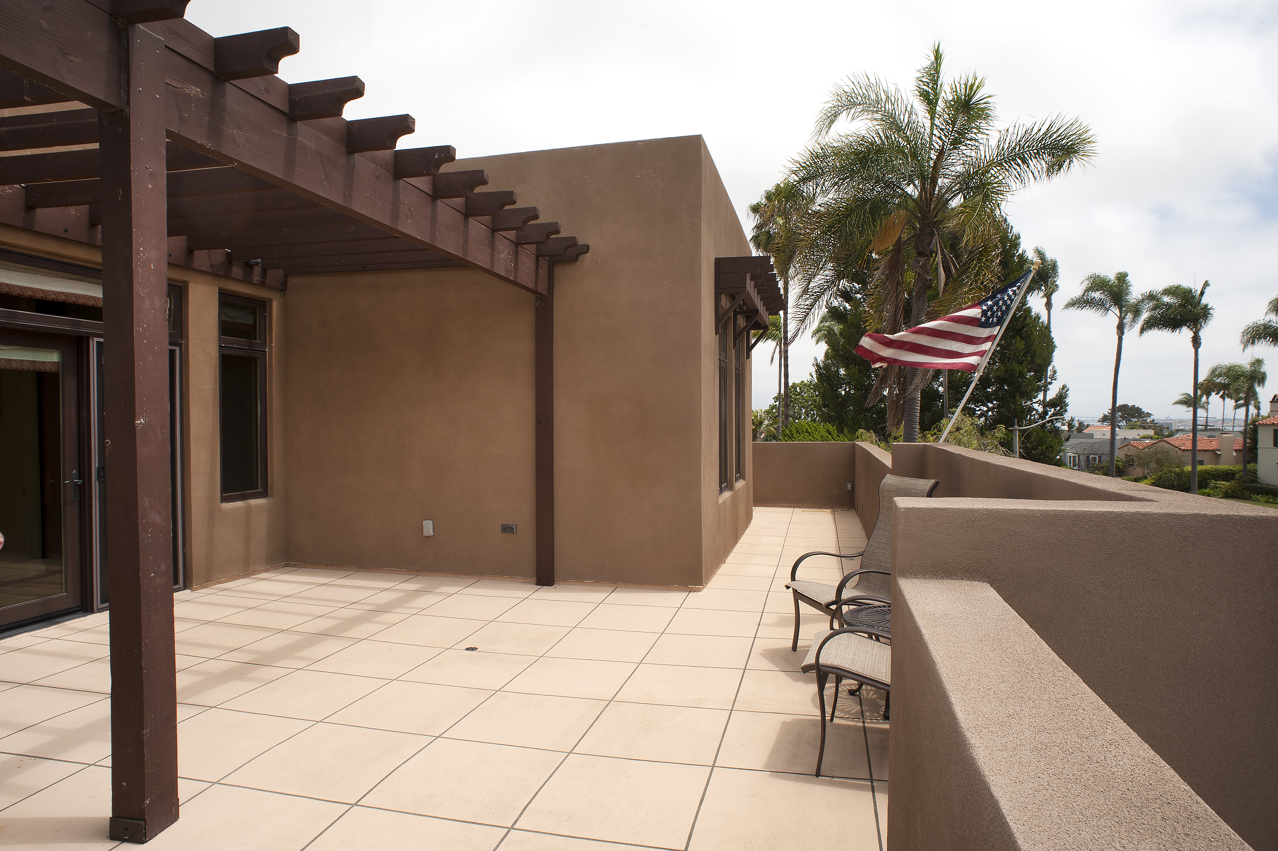 Front roof deck
