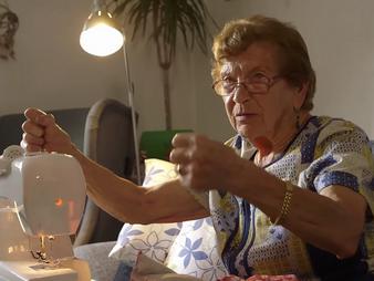 Die 90-jährige Brezn-Frau auf der Wiesn