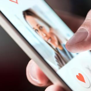 Hey Siri: Should I Use a Dating App?