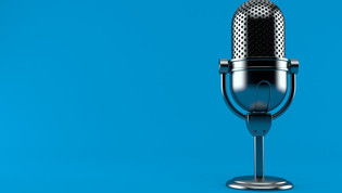 Top 8 Podcasts for Promoting Self-Growth