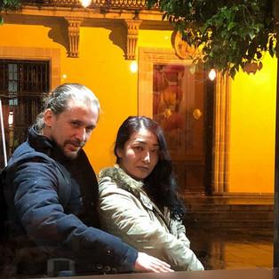 2018.3_2 ヘレスフェスティバル 踊り手アルフォンソ・ロサ氏と。人気のレストランalbores(アルボレス)の前で偶然遭遇、サービス精神旺盛です。店内から友人が撮影してくれました。