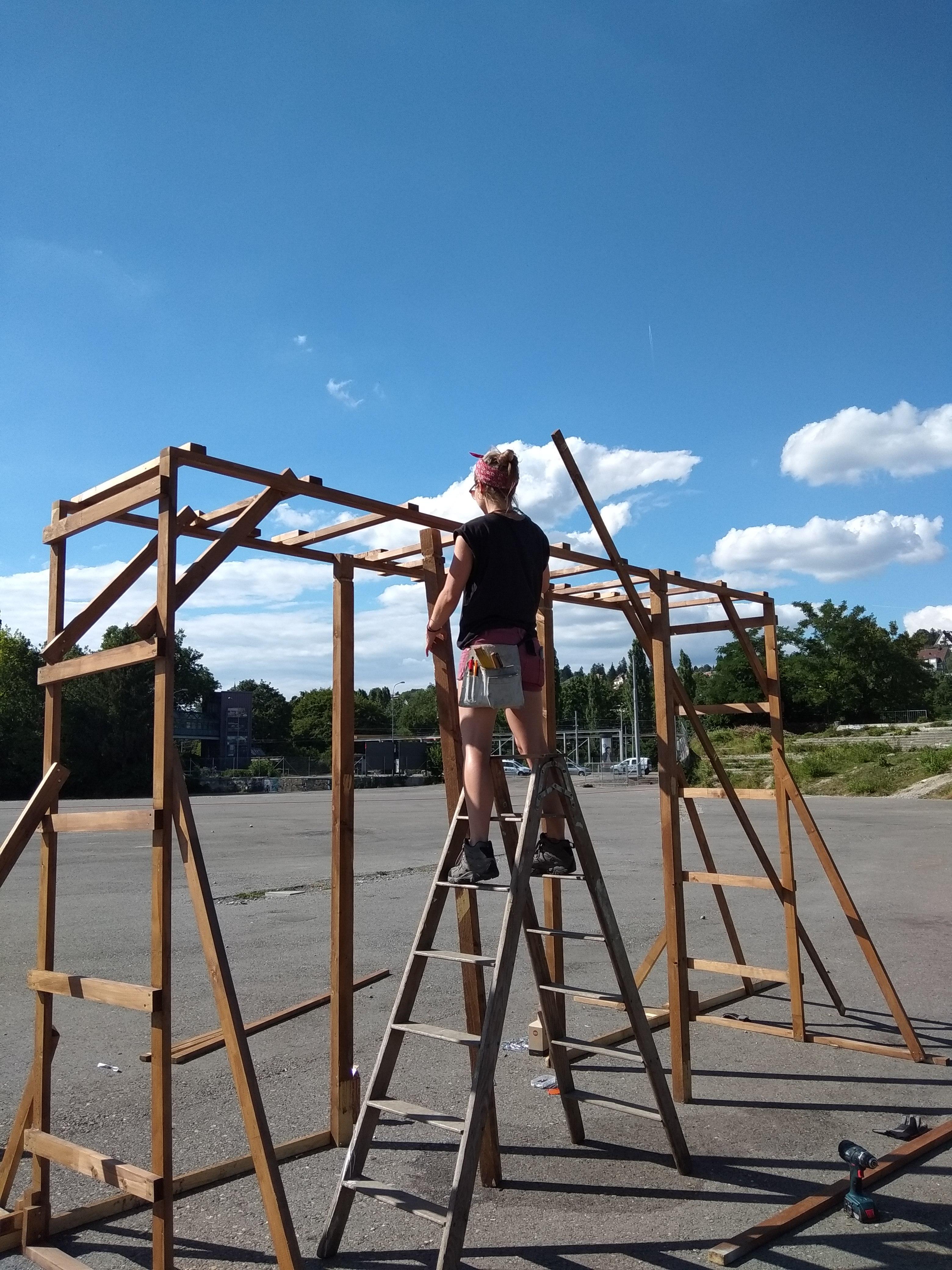 Aufbau des Eingang-Tores