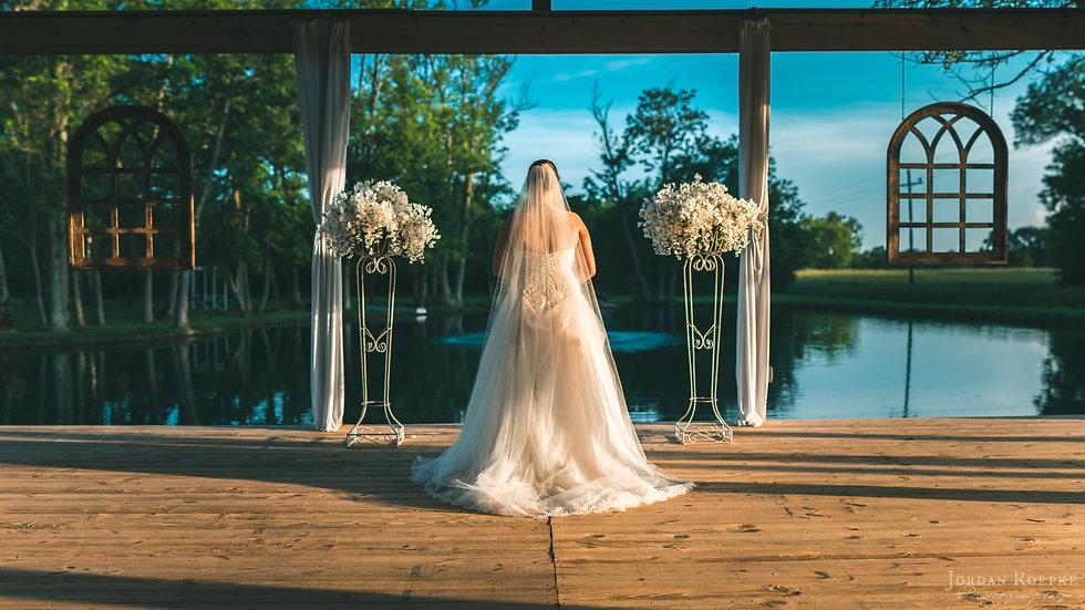 Bridal portrait phootography outdoors murfreesboro tn near water