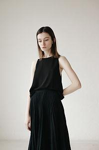 Modelo em preto