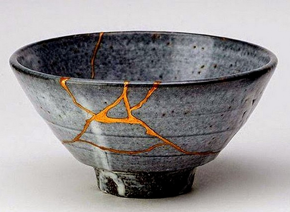 Vaso rotto oro Le anime più forti sono quelle temprate dalle sofferenze, i caratteri più solidi sono cosparsi di cicatrici
