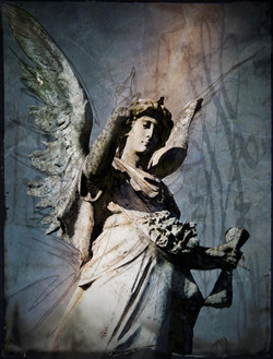 Angel_with_a_scroll_053