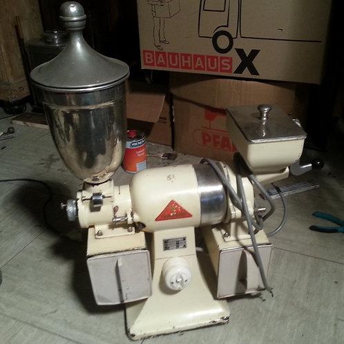 antike Kaffee- und Nussmühle