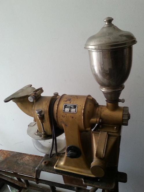 Kopie von antike Kaffee- und Nussmühle