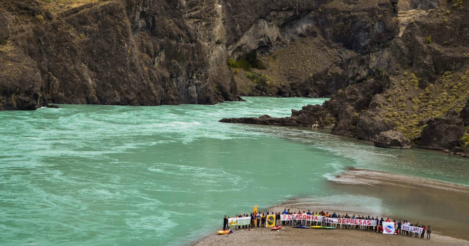 Campaigners  Patagonia without dams.  pic by Massimo Lupo.jpg