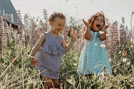 girls-6174061_1280_edited.jpg