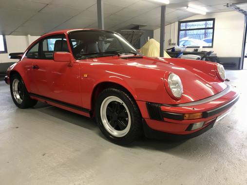 Red Porsche 911 Carrera 1989