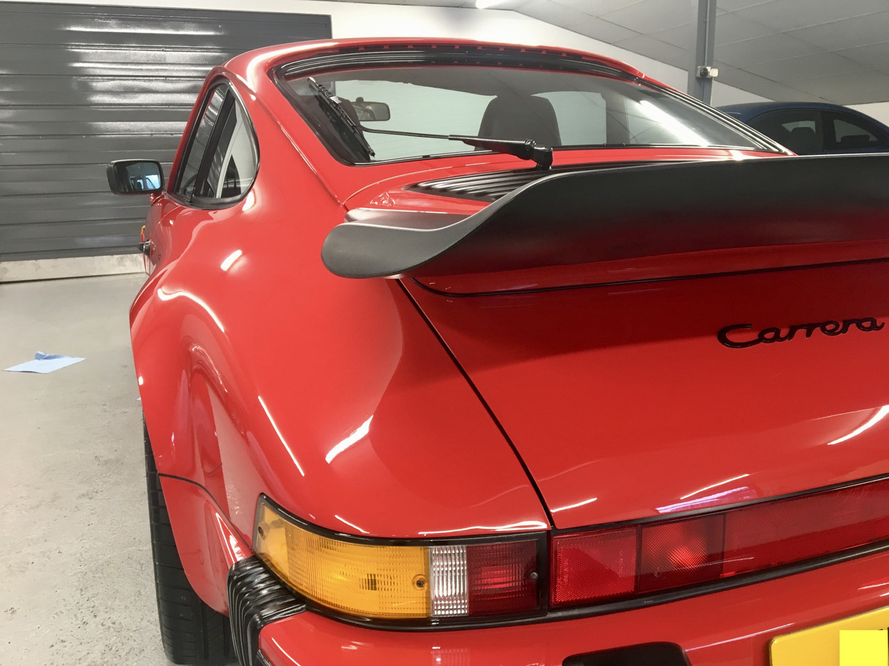 Red Porsche 911 Carrera 1989