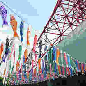 Koinobori au pied de la Tokyo Tower