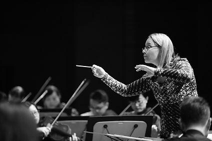 Talia Ilan rehearsing Guiyang Symphony O