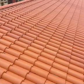 Pose de tuiles canal sur toit