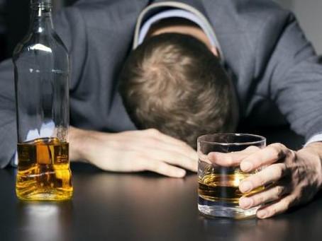 Vous avez un proche alcoolique? Nous conseillons l'hypnose pour l'aider à s'en sortir