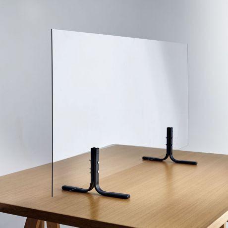 séparer une table avec un écran en plexiglass