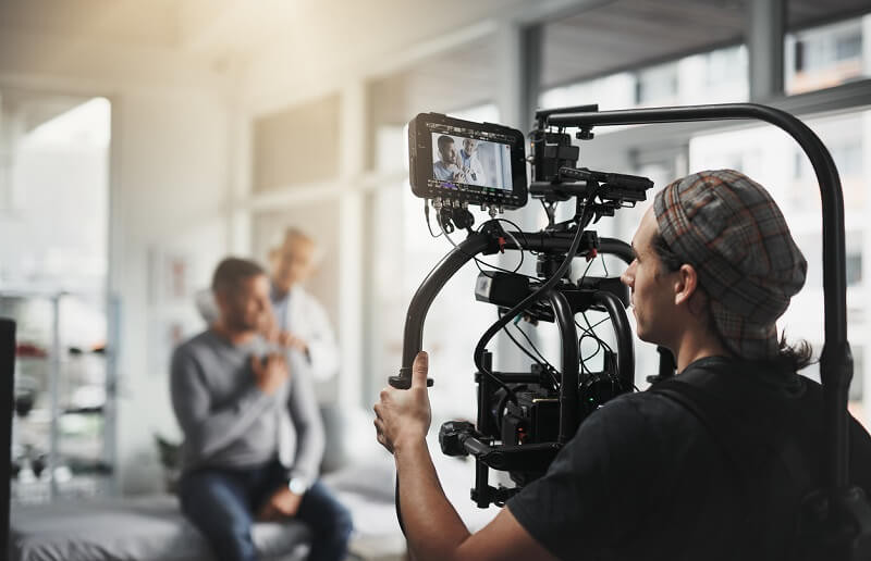 Paris : Engagez un réalisateur de clip pour faire connaître votre musique.