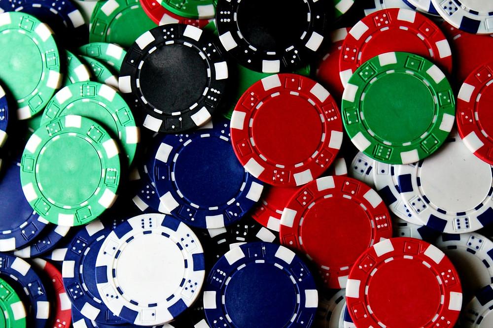 Des jetons pour jouer au poker