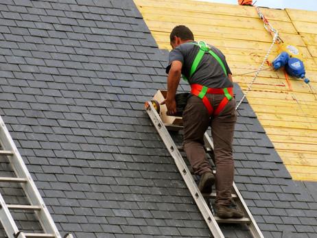 Tremblement de terre : Comment faire réparer sa toiture rapidement après les dégâts ?