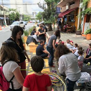 Oficina Espaços Públicos na rua dos Pinheiros. Foto: Pistache Editorial