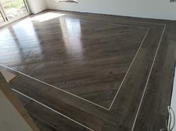 Wood efect snug floor