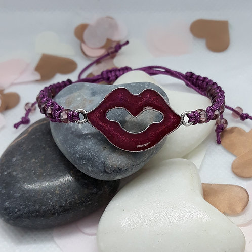 """Get lippy"" macramé bracelet"