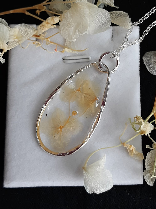 Resin necklace with dried flowers