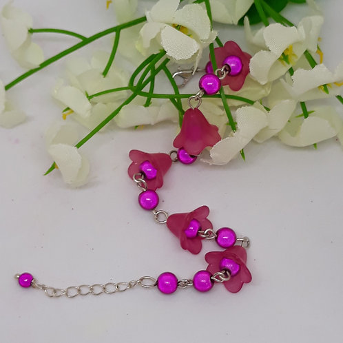 Hot pink Lucite flower bracelet with beads