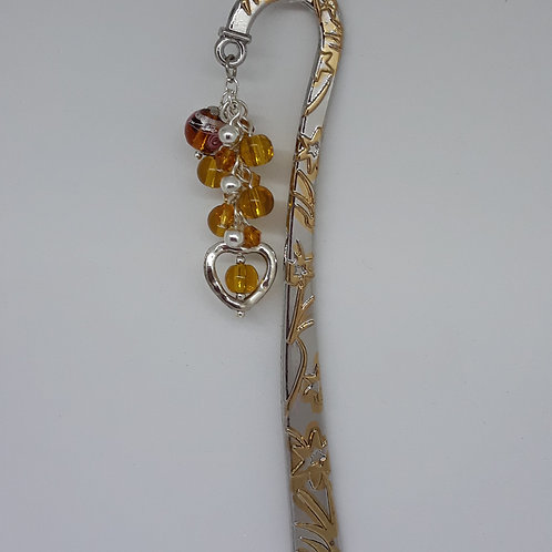 Flower pattern bookmark with golden beads and heart