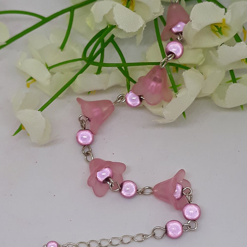 Pale pinkLucite flower bracelet with beads