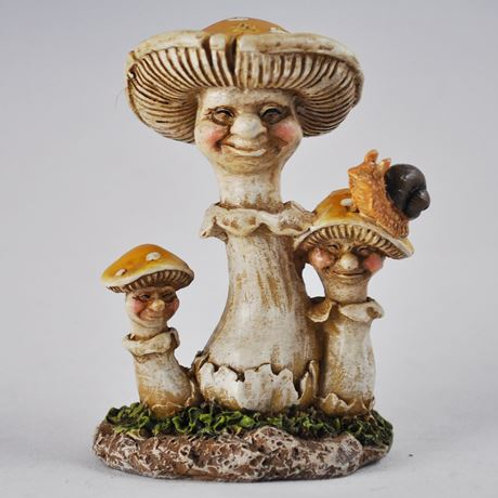 "Garden ornament: Mushroom family ""The Oakes"""