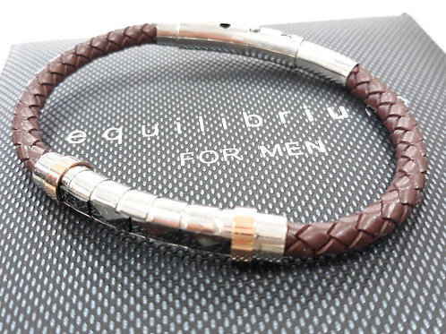 Brown leather bracelet with decorative front