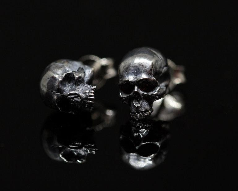 Skull earrings.jpg